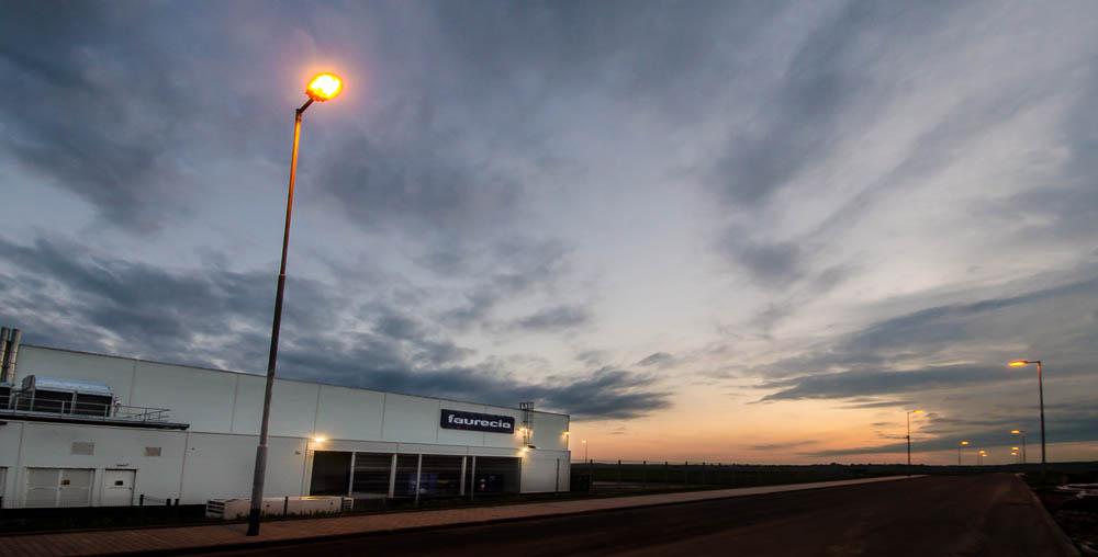 Fabrika po západu slunce
