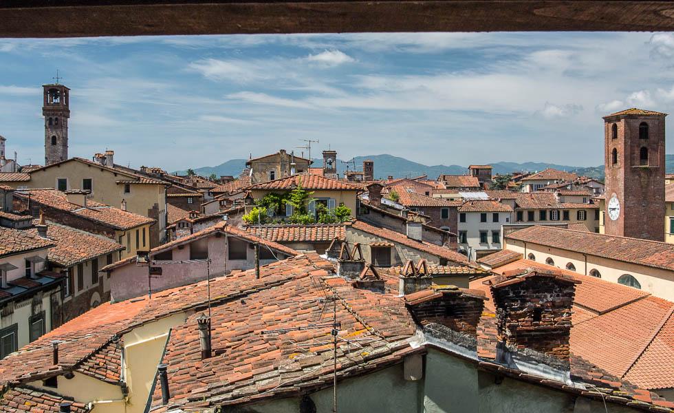 Střechy v Lucce