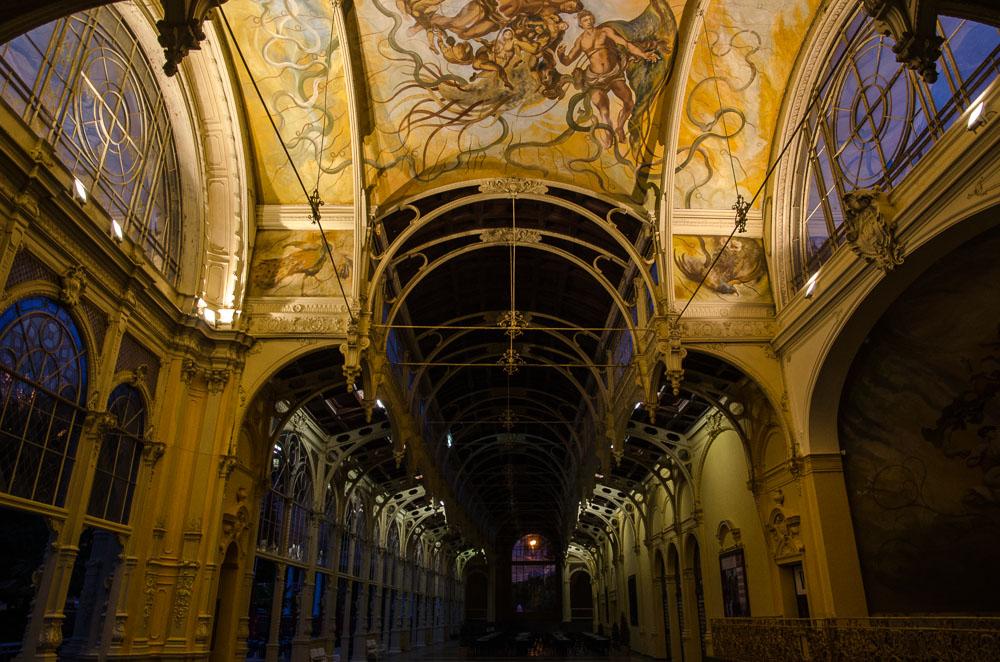 Mariánské lázně v noci - kolonáda