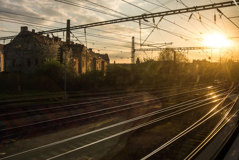 Fotografování z vlaku při západu slunce - fotografie, které by bez S1 nevznikly, protože bych nebyl ochotný s sebou na cestu do práce tahat velkou zrcadlovku