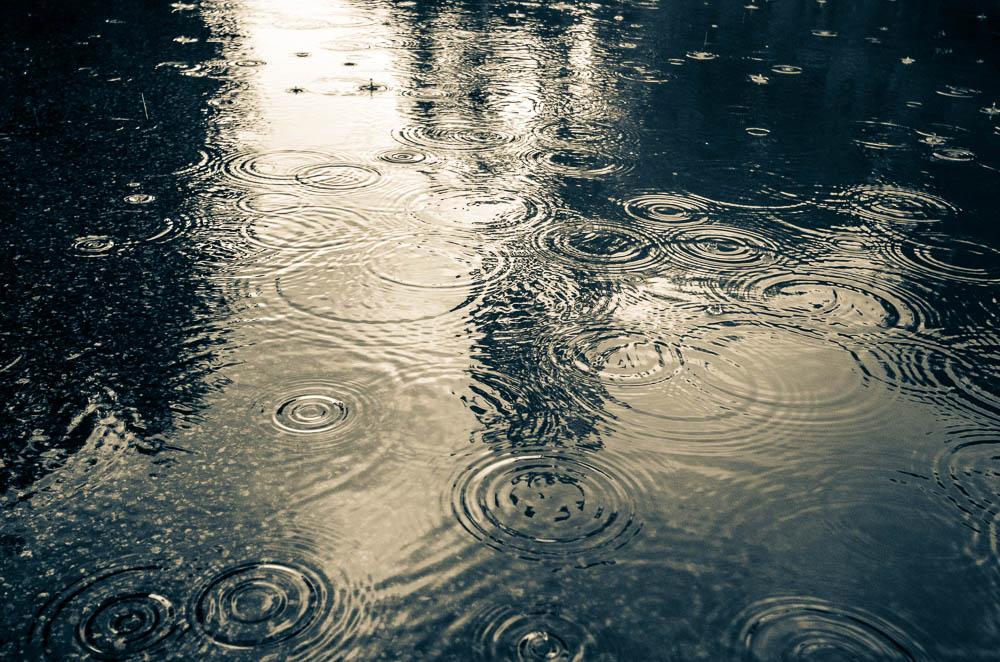 Začíná pršet...