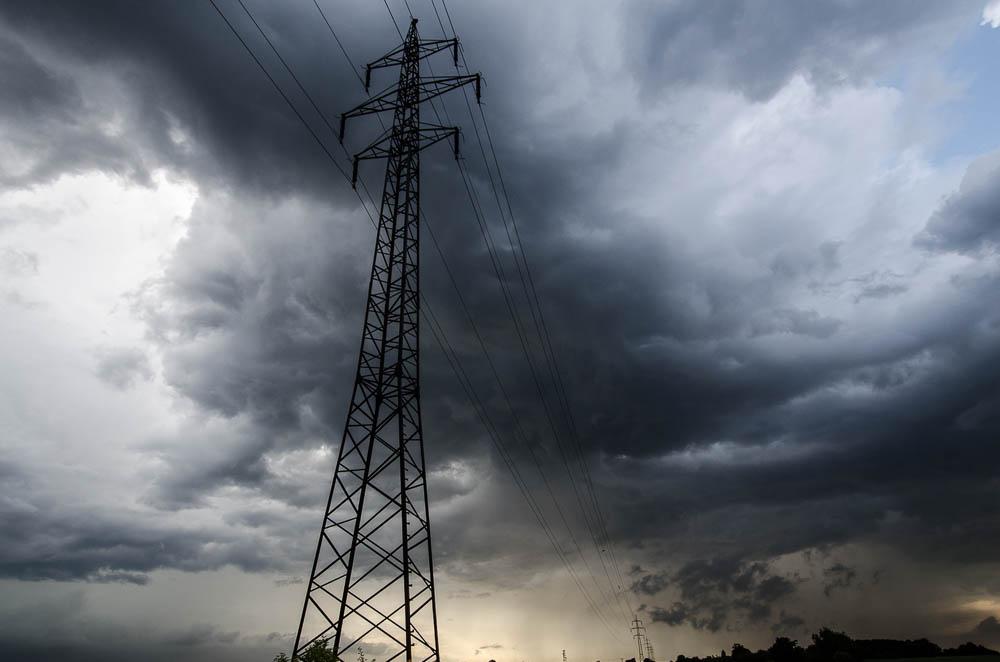 Těsně po bouřce - nebe bylo dramaticky zvlněné. Tato fotografie není nijak kolorována ani přibarvena.