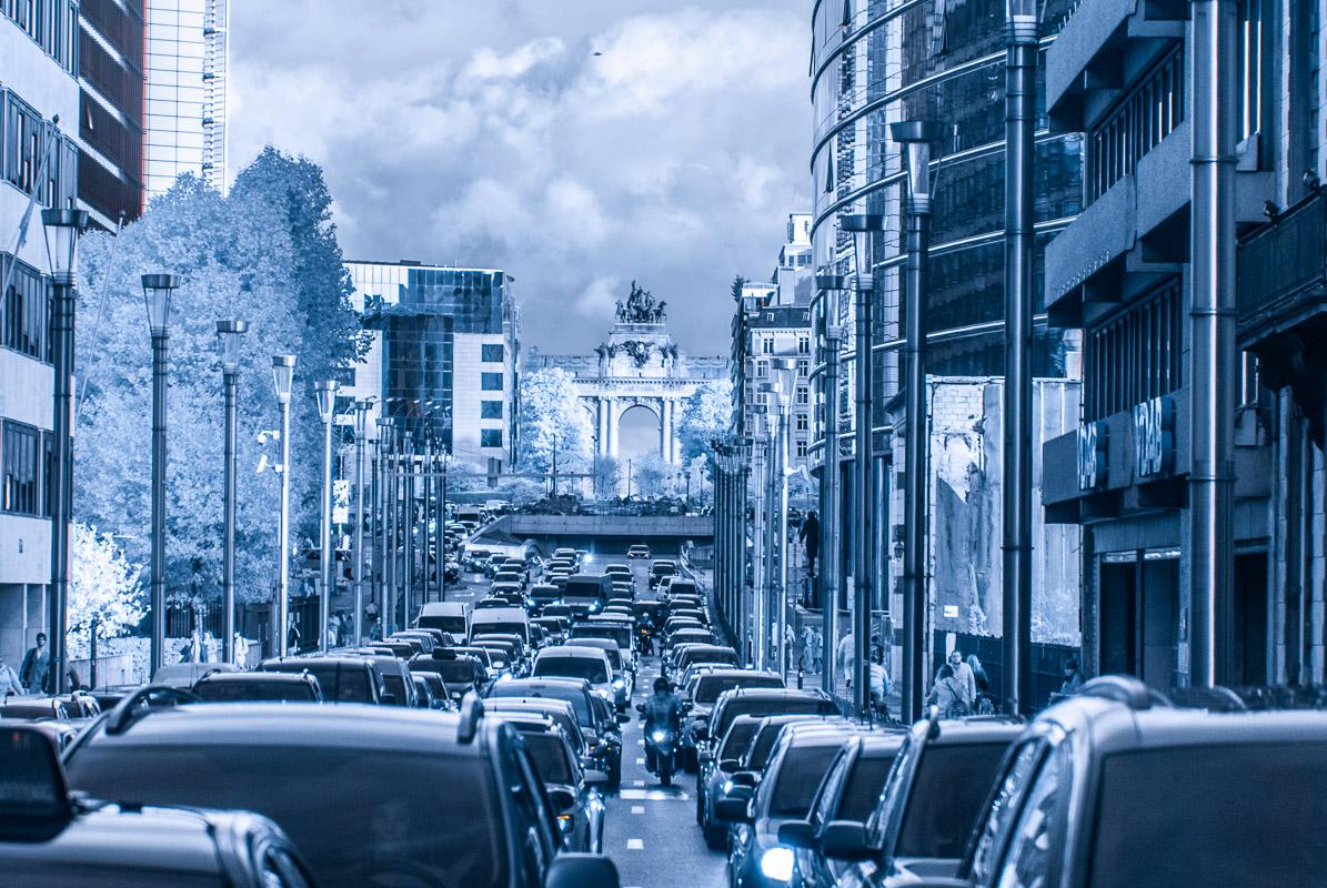 Brusel - pohled ulicí Rue de la Loi směrem k Jubelparku