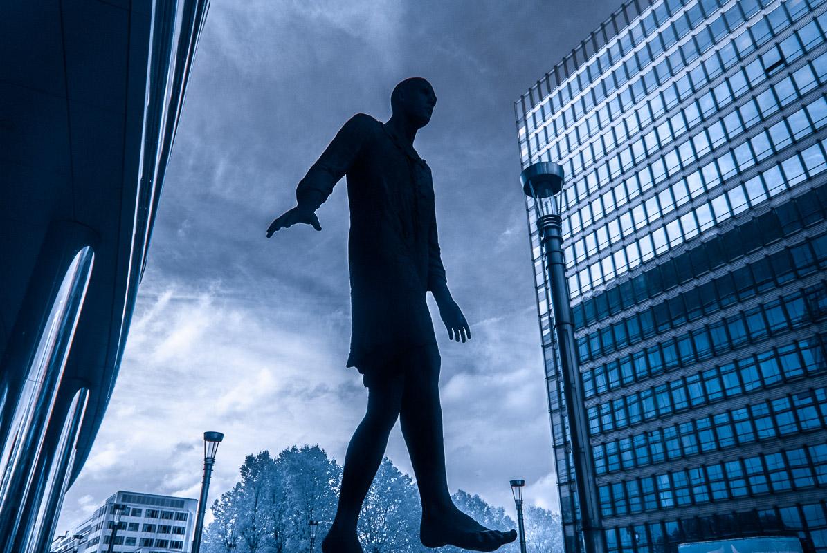 Brusel - socha poblíž Evropské komise