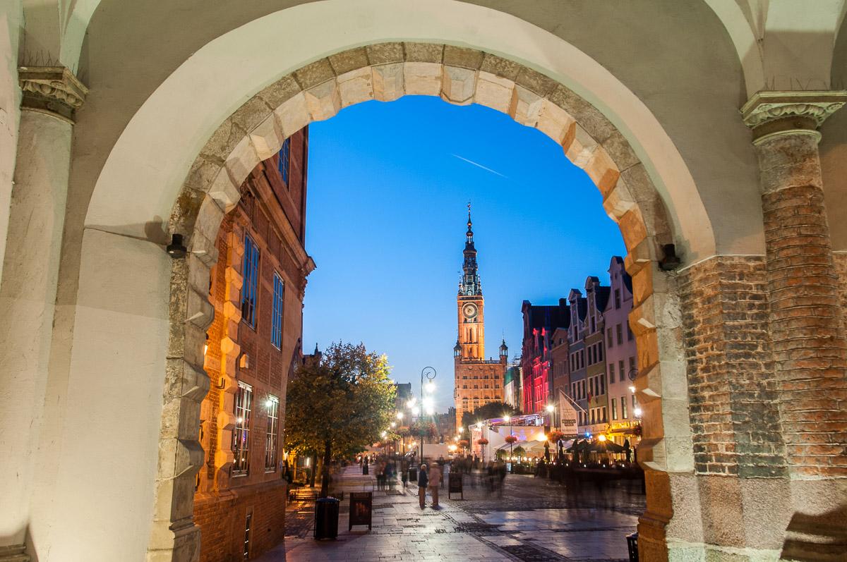 Gdaňsk - pohled k radnici skrze Zelenou bránu