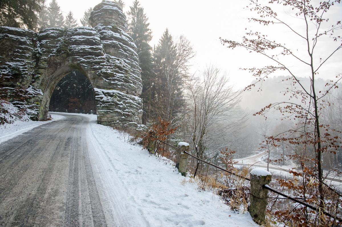 Pekařova brána mezi Libošovicemi a Vyskeří