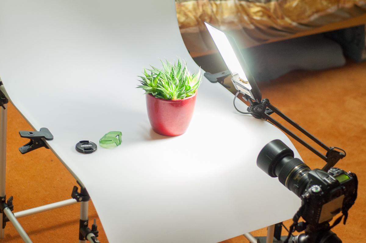 Jednoduché nastavení - zásadní je jen fotogenický objekt a vhodný objektiv, stativ i fotografický stůl jsou zbytné - lze improvizovat i bez nich