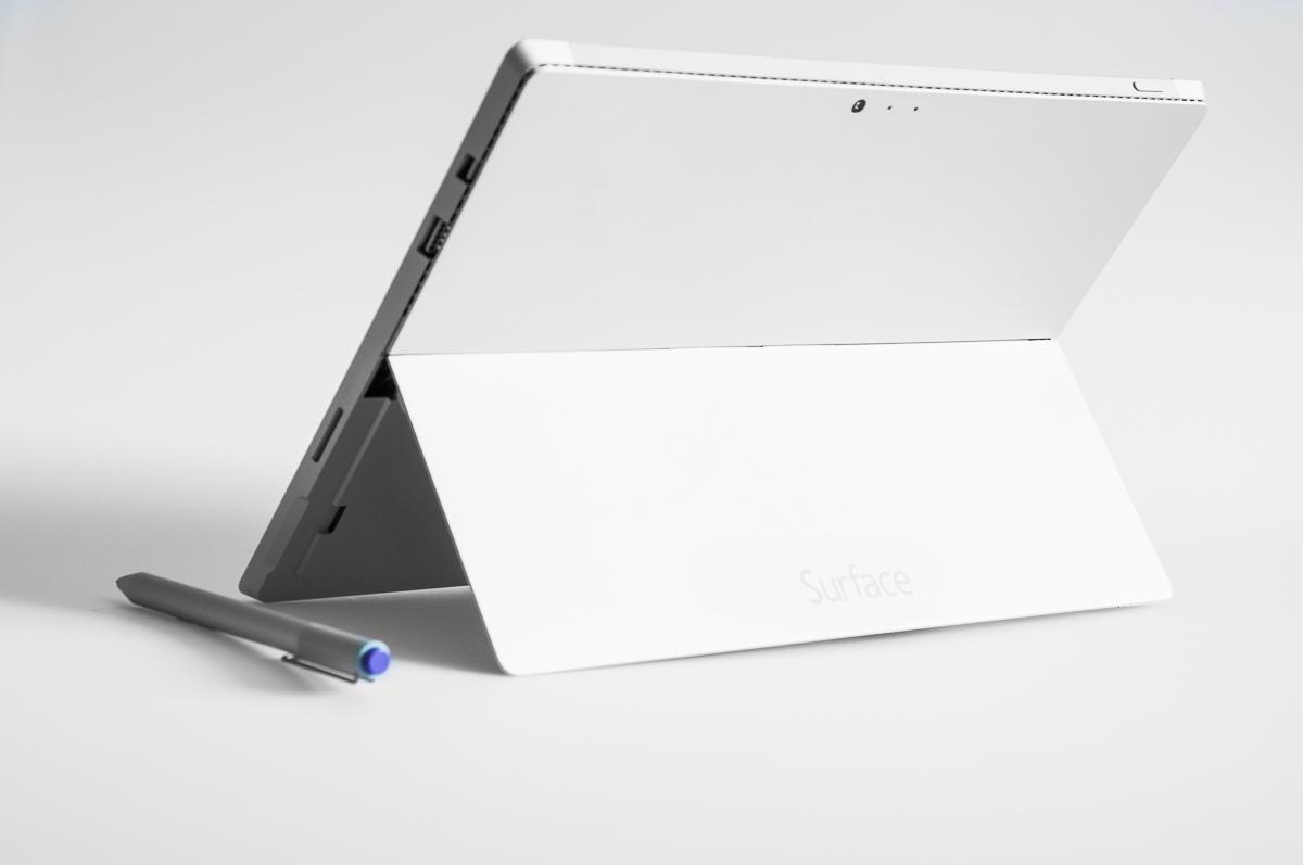 Surface Pro 3 - zadní pohled na stojánek.