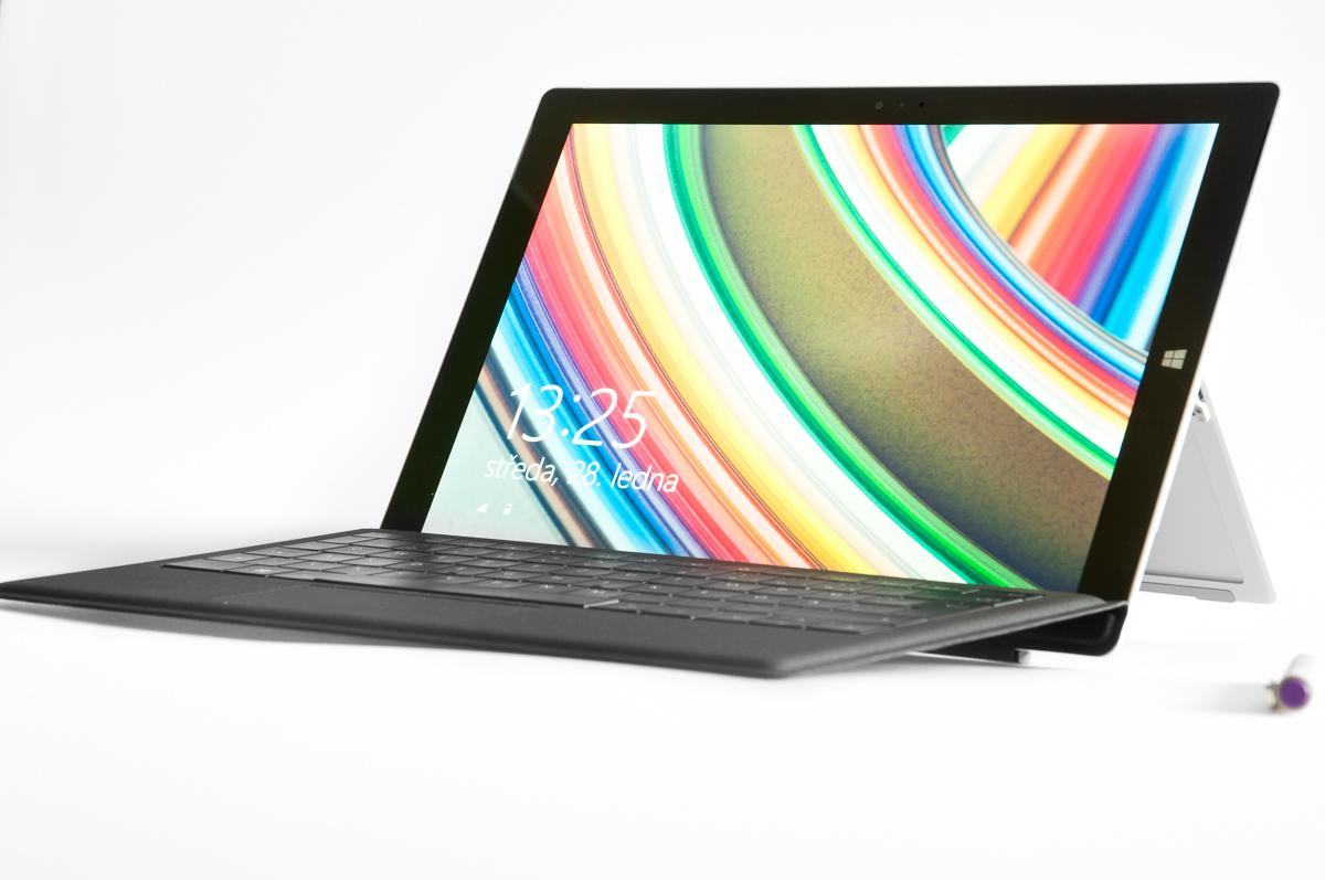 Surface - čelní pohled s nasazenou klávesnicí