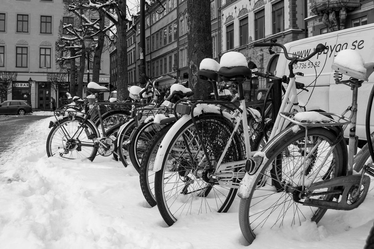 Zasněžená kola v Gamlastan, Stockholm