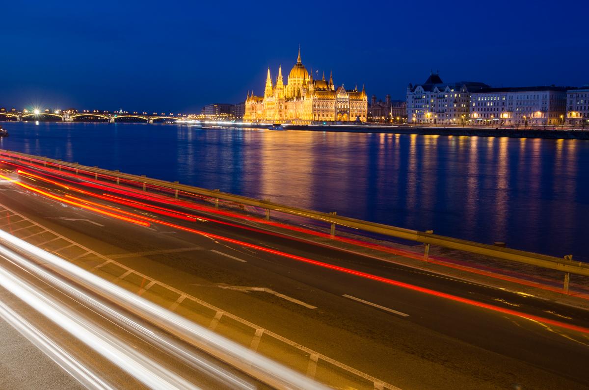 noční Parlament od řetězového mostu