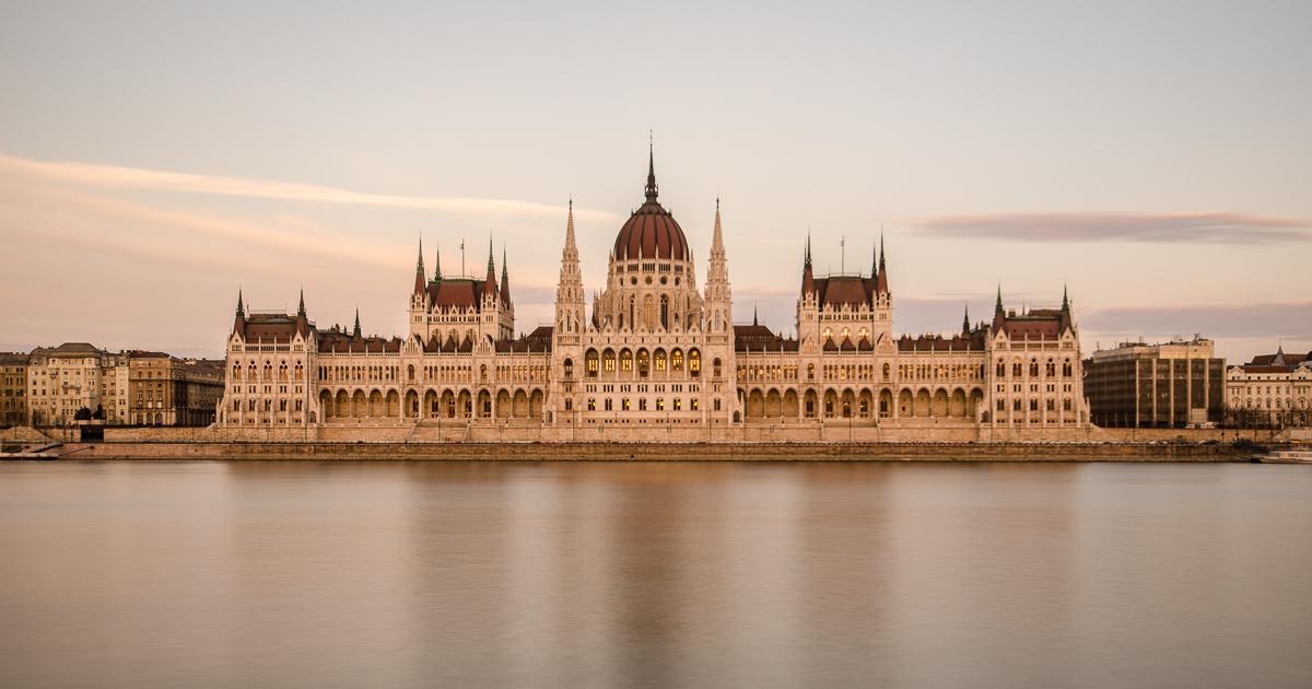 Parlament během západu slunce