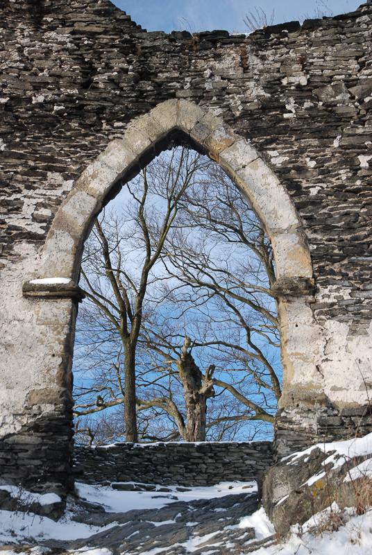 Staré hradby Bezdězu