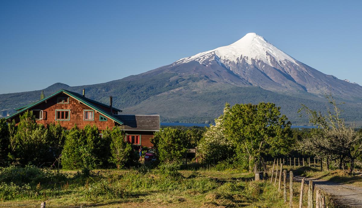 Penzion Casa KO, který leží na úpatí Calbuca nabízí skvostné výhledy na protilehlý vulkán Osorno