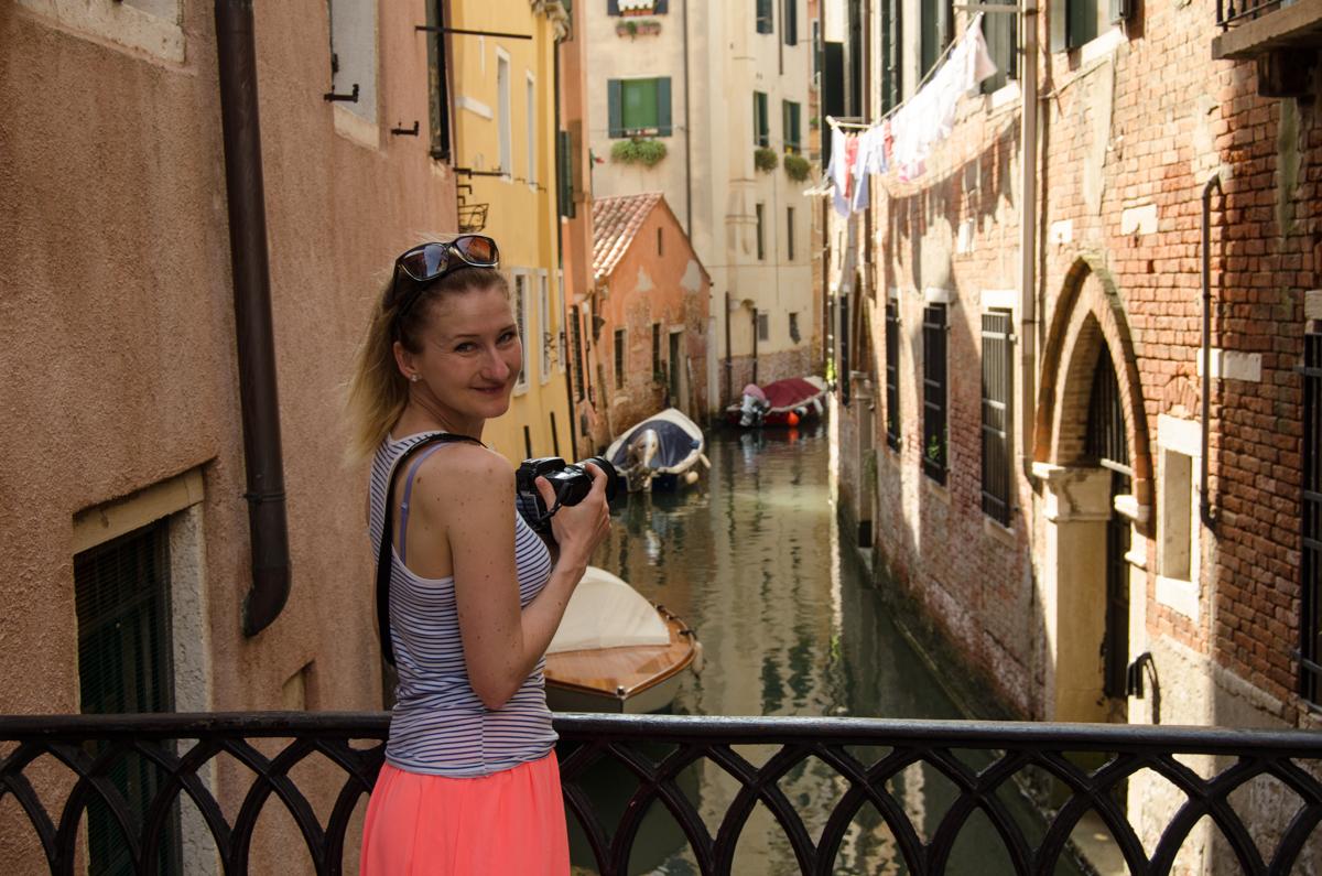 Eliška v akci na jednom z benátských kanálů