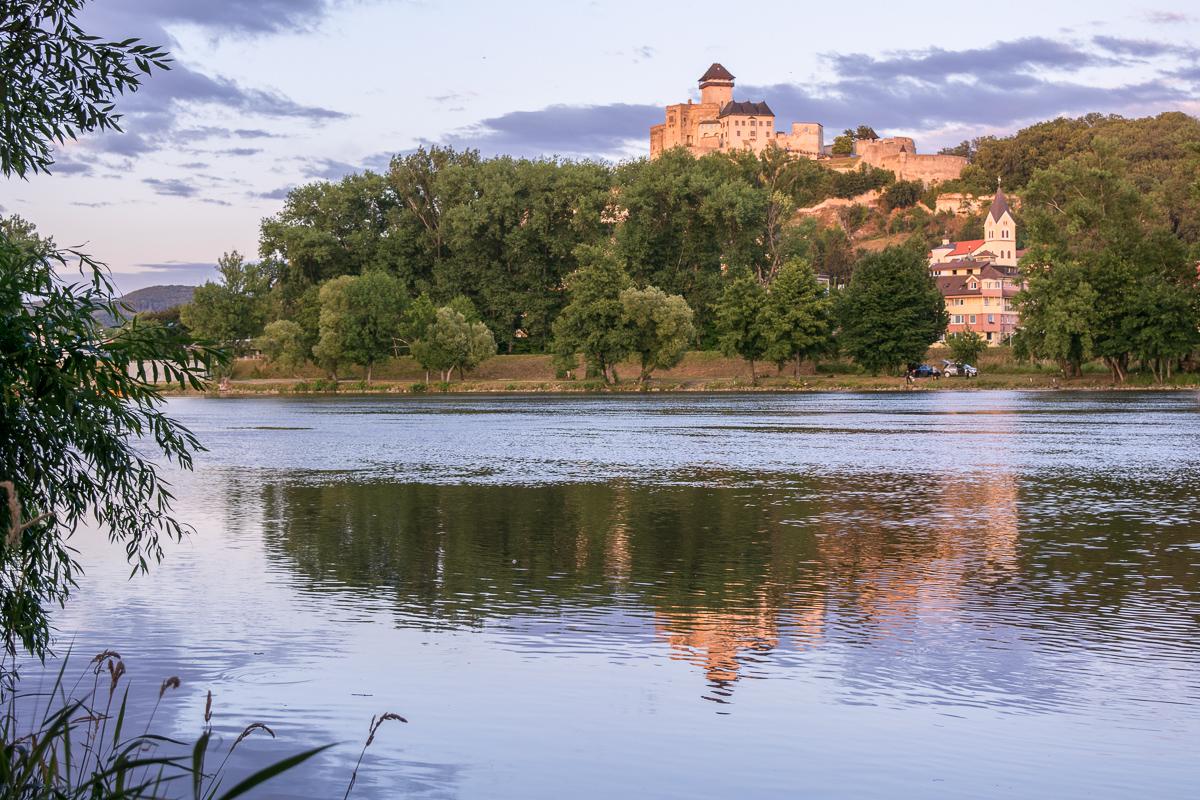 Trenčínský hrad přes řeku Váh