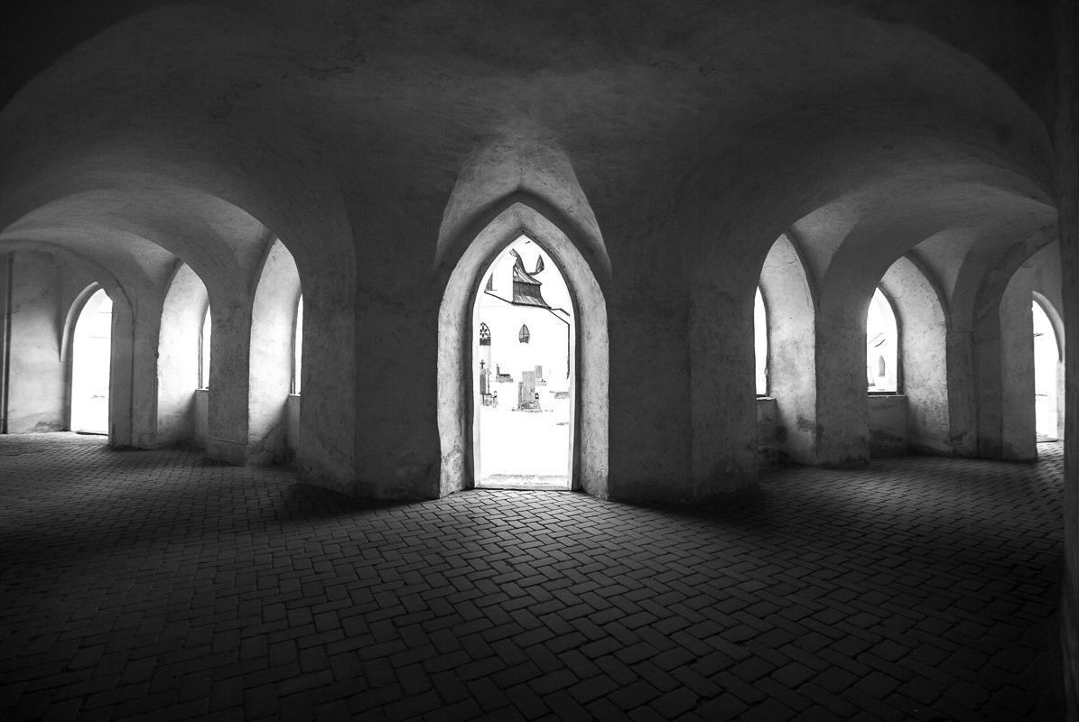 Kostel Sv. Jana Nepomuckého - detail ambitu