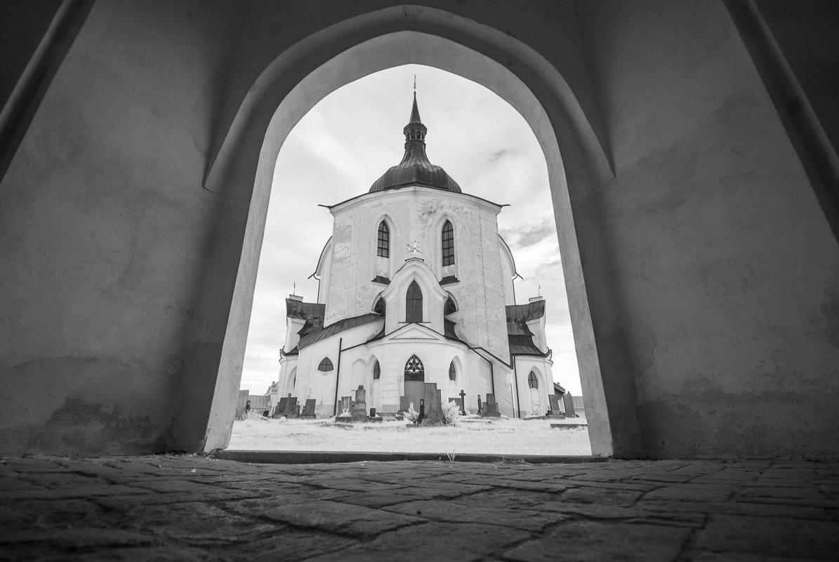 Kostel Sv. Jana Nepomuckého - průhled z ambitu