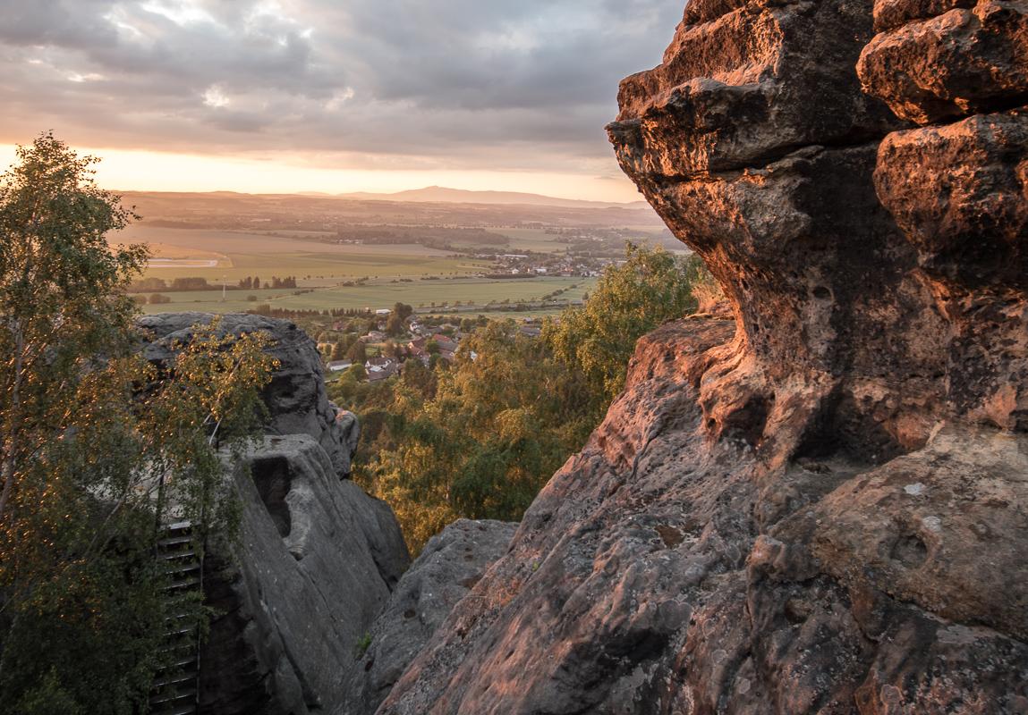 Ještěd z Drábských světniček pri západu slunce