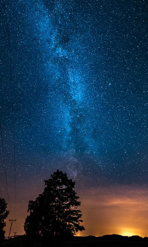 Mléčná dráha byla díky absenci světelného smogu vidět pouhým lidským okem - u nás jsem na vlastní oči ještě tolik hvězd neviděl. Smog byl pouze na západním a jižním horizontu.