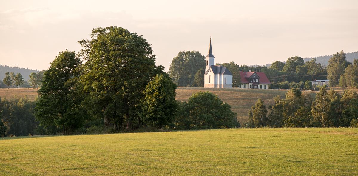 Kostel v Kunčině vsi - pohled od Rampuše