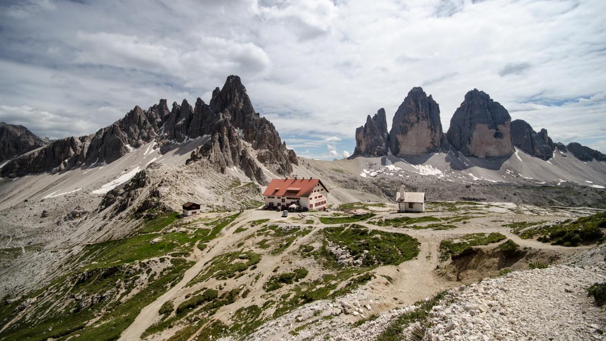Pohled na Drei Zinnen ze Severu od Die Dreizinnenhütte - Rifugio Antonio Locatelli