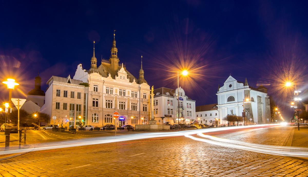 Turnovské náměstí v noci. Jak na noční snímky popisuji ve Fripitu.