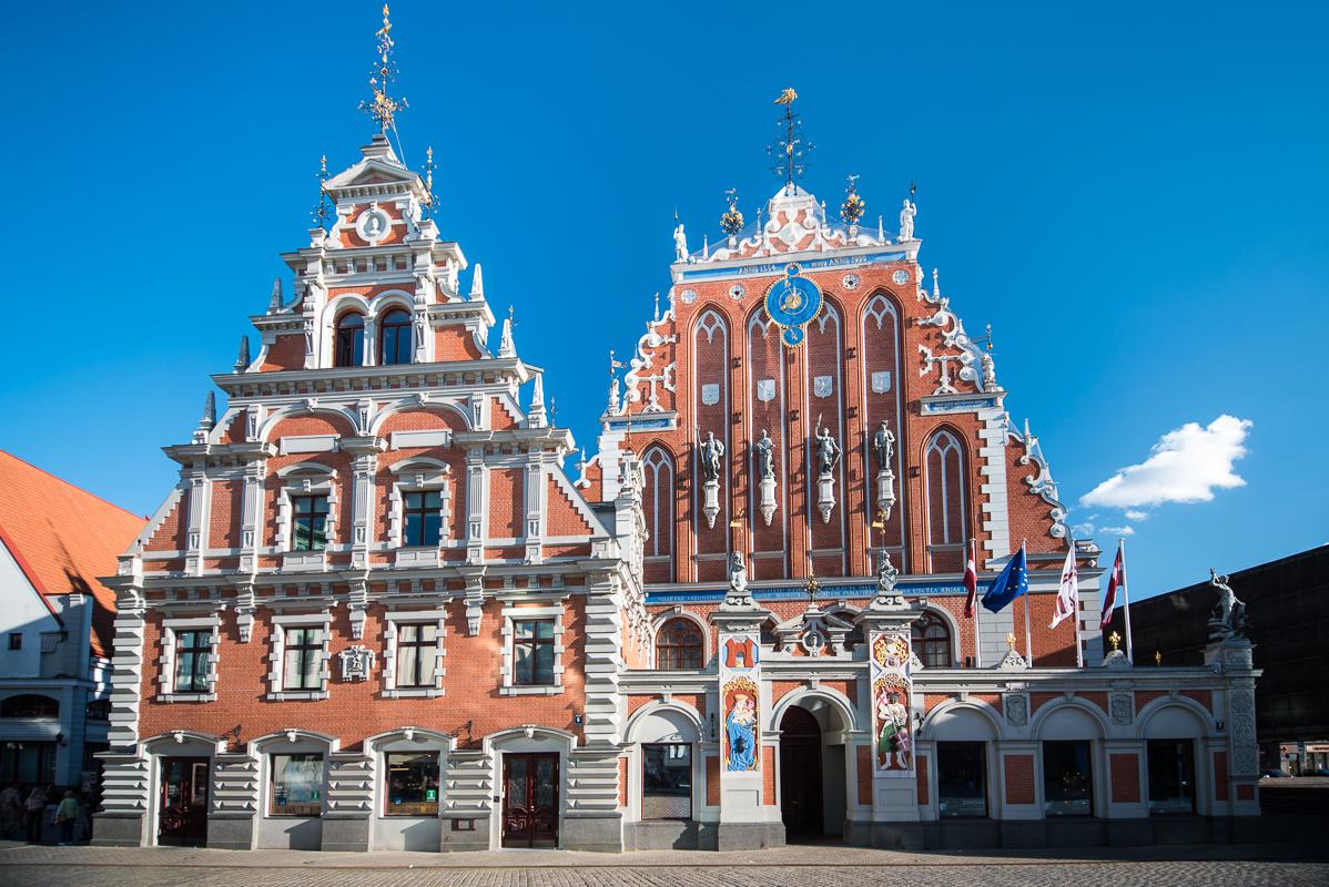 Riga: Dům Černohlavců - dům byl zničena za druhé světové války a znovu postaven dle původních plánů byl až nedávno