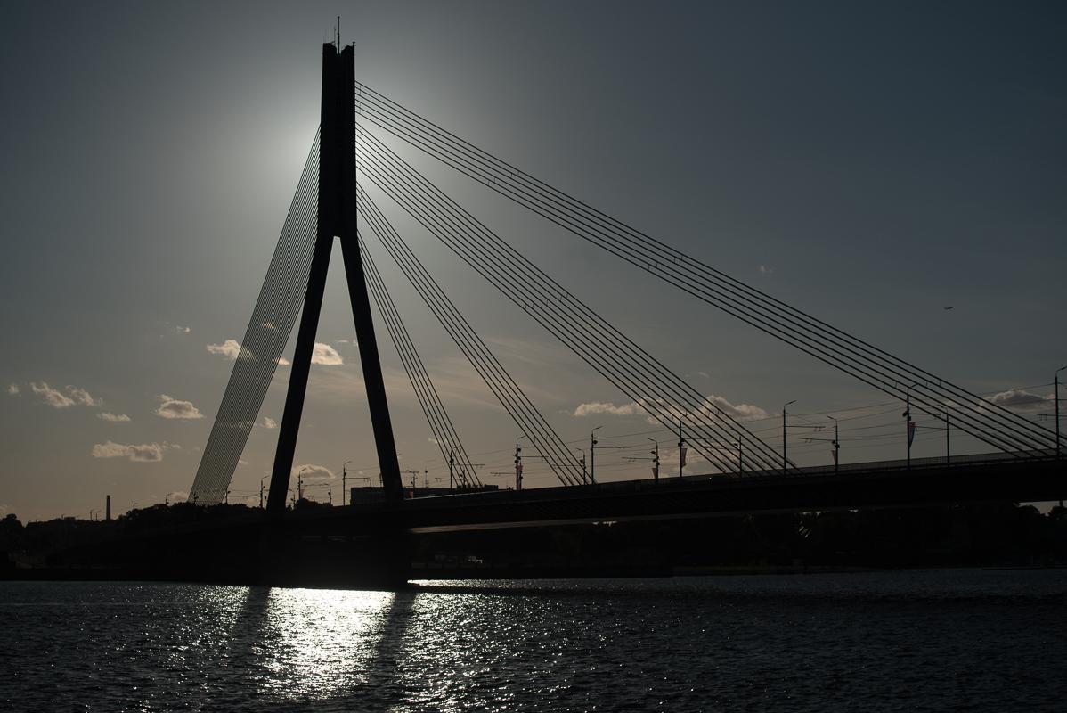 Vanšu tilts je zavěšený most na řece Daugava v Rize. Jeho délka je 595 metrů a do provozu byl uveden v roce 1981, kdy nesl jméno Gorkého most.