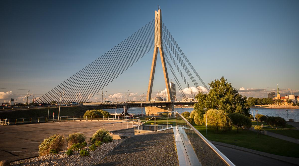 Most Vanšu při západu slunce