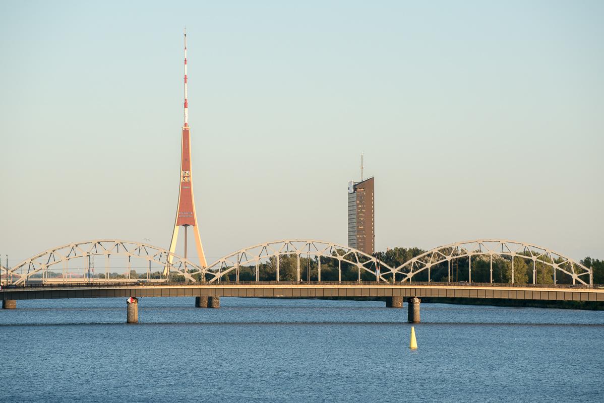 Riga: most přes řeku Daugava a televizní věž