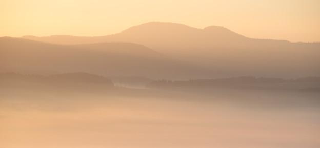 Mlha, panorama, svitani, Broumovsko, Hejsovina