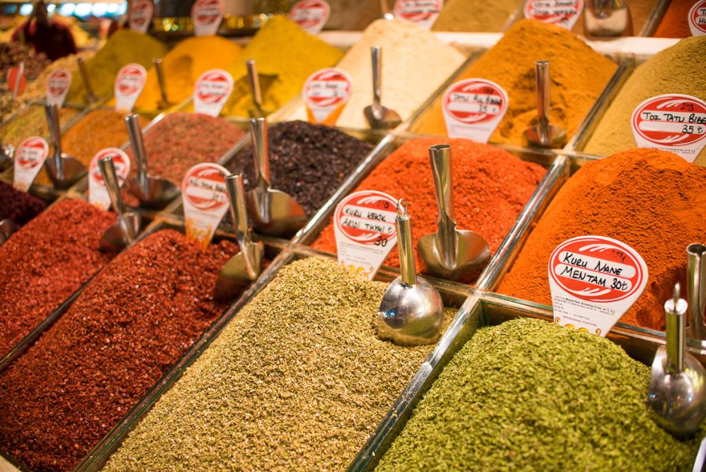 Istanbul-Turecko-bazaar-spice