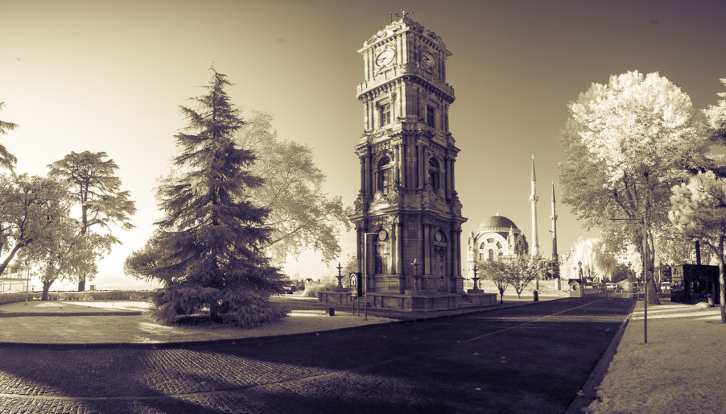 Dolmabahce-palace-panorma-Istanbul-Turecko-Turkey