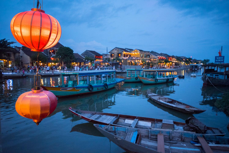 Noční Hoi An (Vietnam)