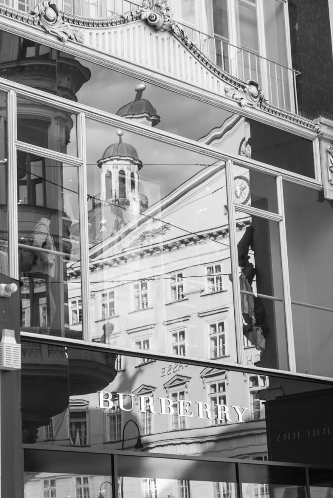 Reflexe v ulici na příkopech