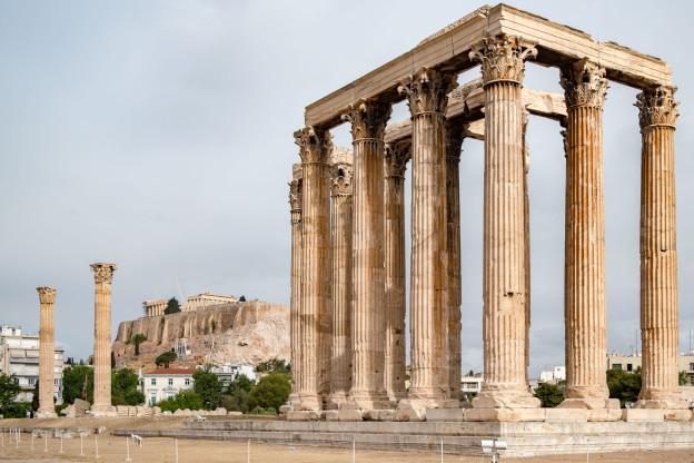 Diův chrám a v dáli Akropole