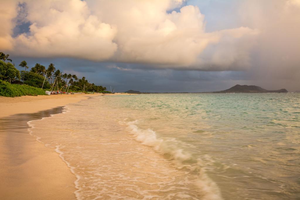 Lanikai beach, pláž, Hawaii, Oahu, Havajské ostrovy, moře, východ slunce, sunrise, dramatické světlo
