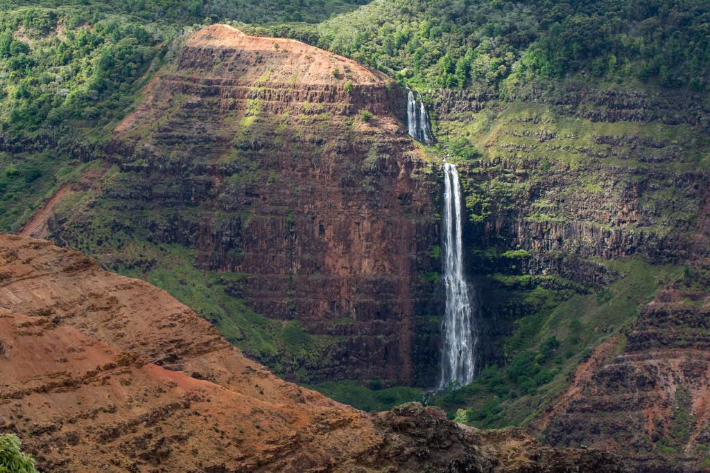 Waimea canyon, kaňon, ostrov Kauai, Havaj, Hawaiin Islands, Waipoo Falls