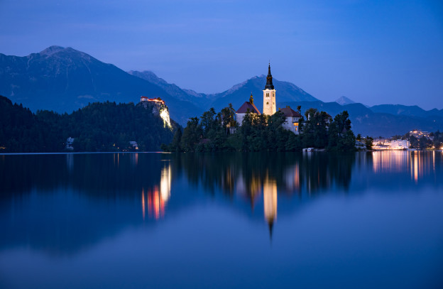 Noční Bledské jezero