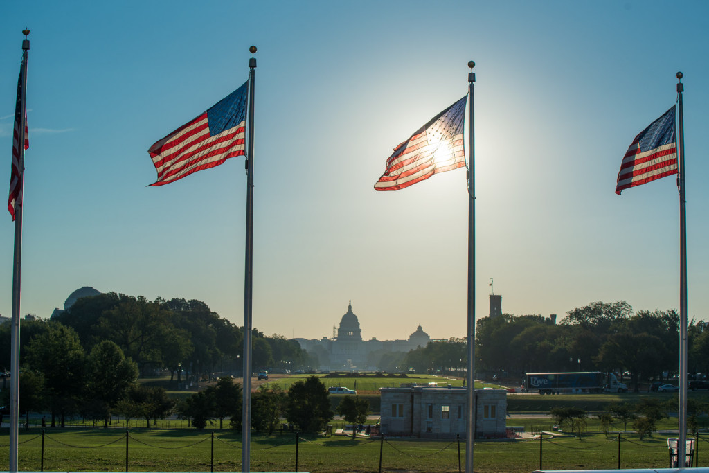 Pohled od Washingtonova monumentu směrem k United States Capitol