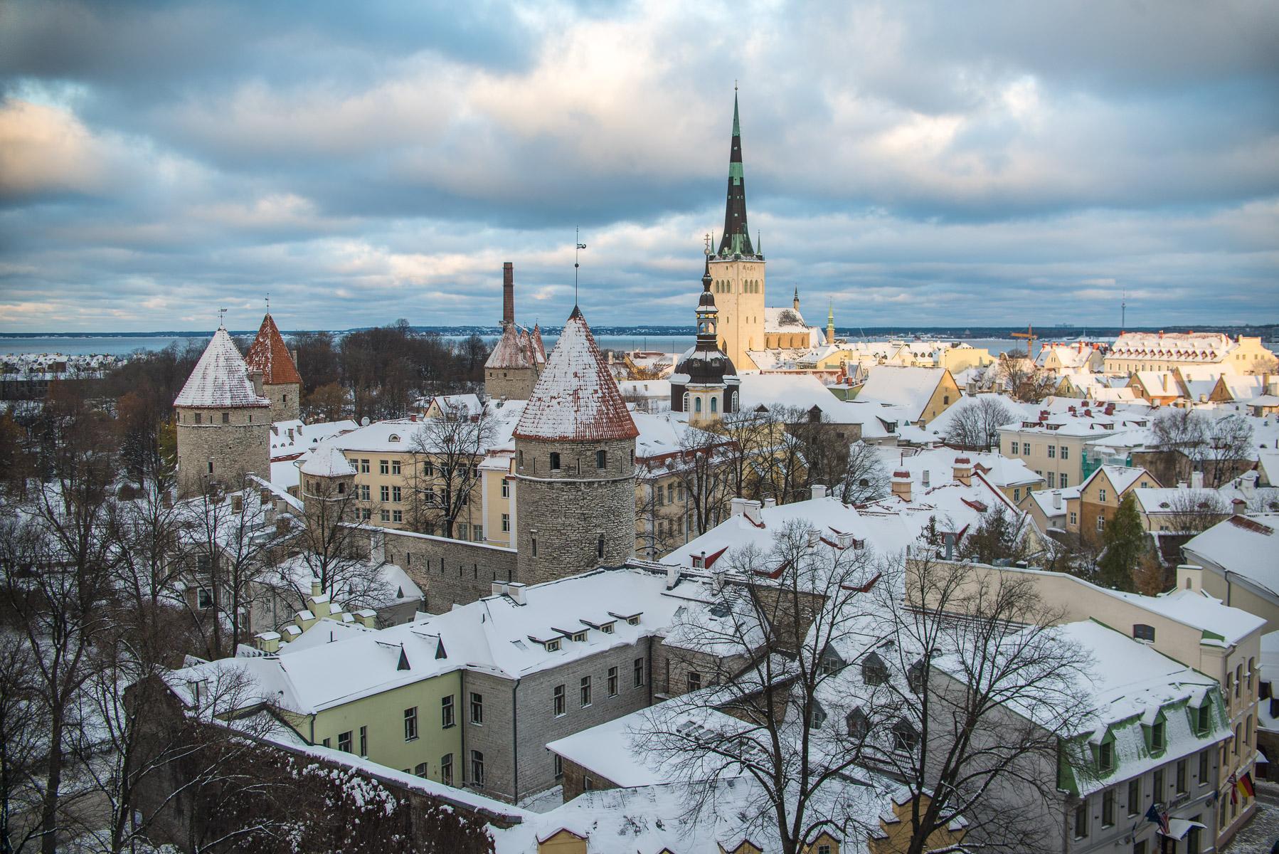Zimní Tallinn pod sněhem