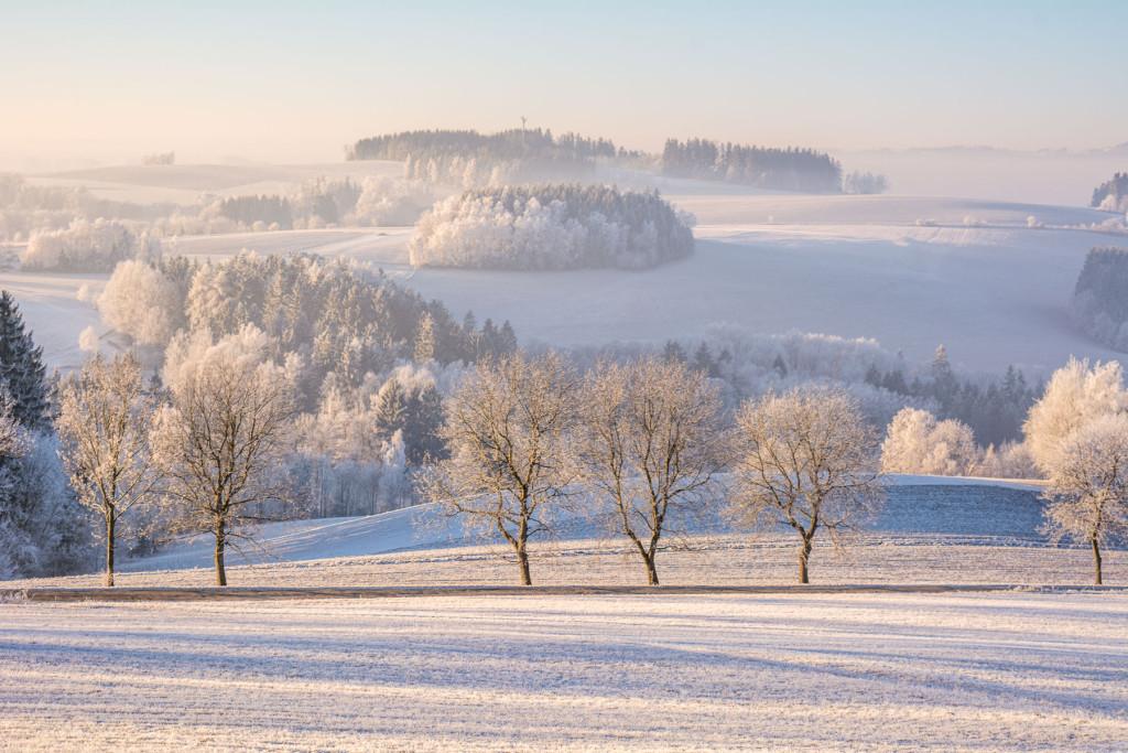 Zimní krajina mezi Semily a Vyokým nad Jizerou