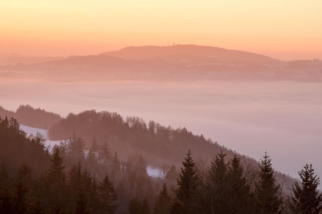 Český ráj - východ slunce z Kozákova nad Táborem
