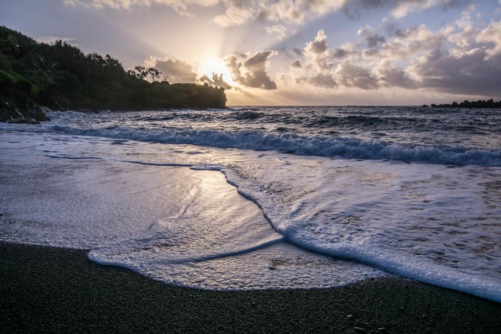 Bavilo mě čekat na neustále se měnící kompozice vln a pěny