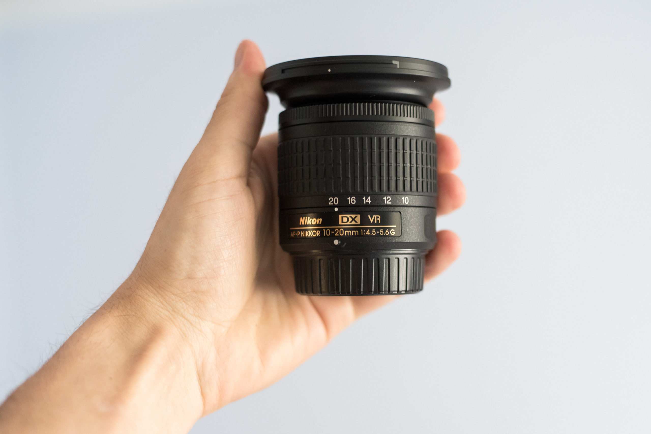 Recenze nejmenšího širokoúhlého objektivu Nikon 10-20mm AF-P VR: malý, ale šikovný
