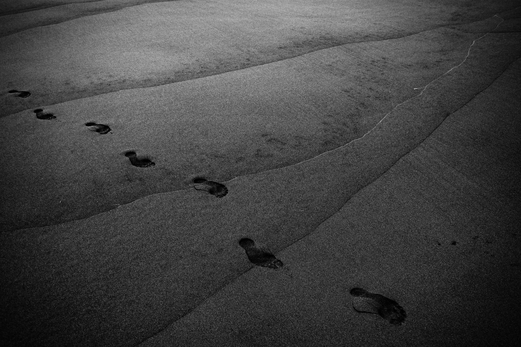 Abstrakce na pláži – malý příběh o fotografické intuici