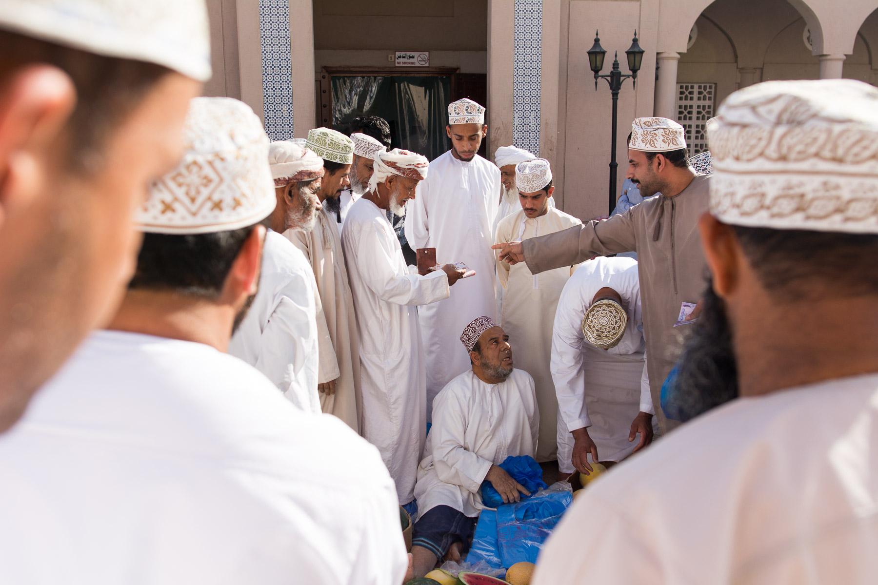 Omán: fotografování lidí na trzích v Mutrahu a Nizwě