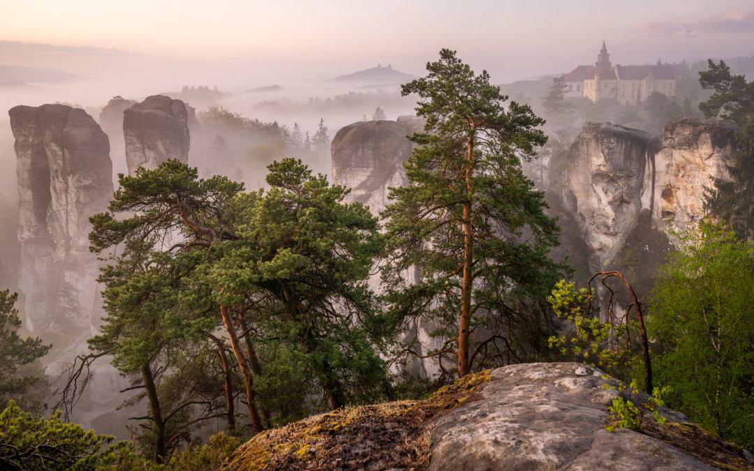Jarní Hruboskalsko: východ slunce na vyhlídkách