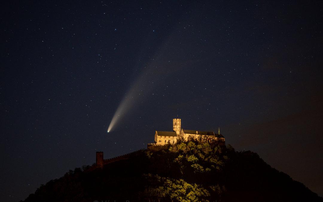 Jak fotit a pozorovat kometu Neowise?